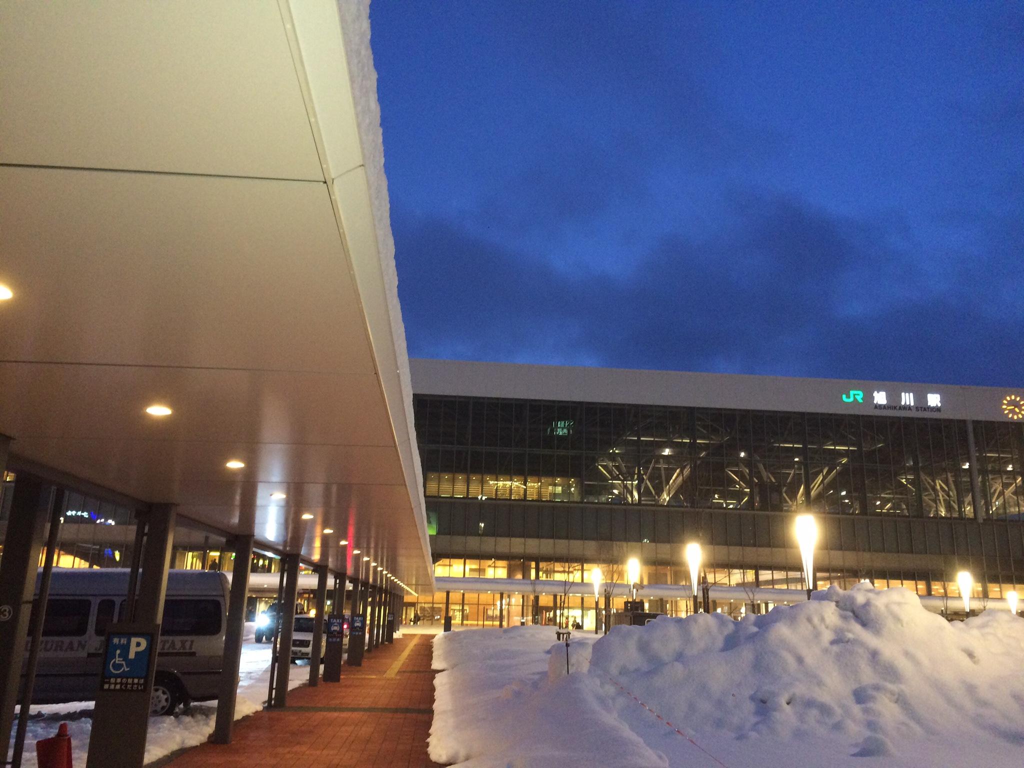 北海道は冬のドライブも幻想的でオススメ!でも運転は注意してね!